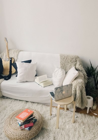 Cute and cosy living space - decorate on a budget