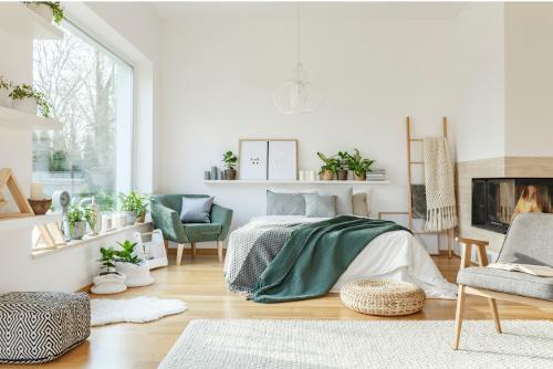 Spacious wabi-sabi interior style bedroom