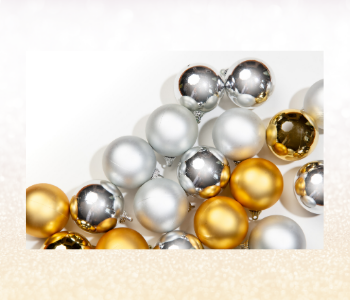 Pearly white, silver and gold festive balls